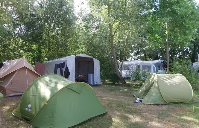 Camping LES CHARMES 22 - Apremont