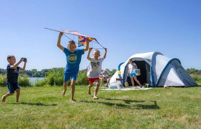 Camping Flower DU LAC DE LA CHAUSSELIERE 25 - La Guyonnière