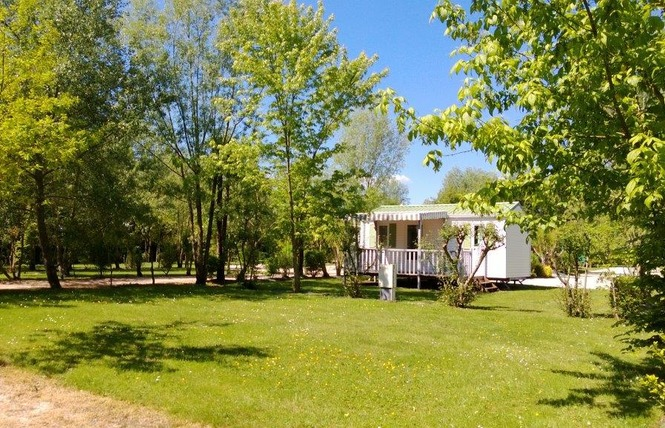 Camping LES CHARMES 11 - Apremont