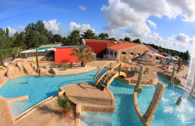 Camping acapulco campings en vend e for Camping saint jean de monts piscine couverte